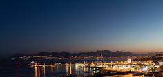 Le soleil se couche, les lumières s'allument. La beauté de Cannes le jour se confirme la nuit #Cannes #CotedAzurNow #soir