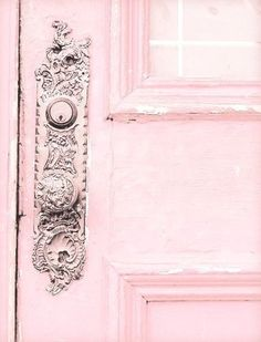 Pretty Pink Doors When it comes to home decor, really more partial to blue, myself, but something romantically charming about pink. So I wanted to share a few photos of pink doors that Fuchsia, Pastel Pink, Blush Pink, Pink Pink Pink, Hot Pink, Color Rosa, Pink Color, Pink Love, Pretty In Pink