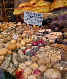 Cheese shop window, a photo from ile-de-france, north Cheese Cave, Wine Cheese, Fromage Cheese, Cheese Bread, French Cheese, Cheese Shop, Best Cheese, Cake Photography, Appetizers For Party