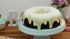Primeiro tenho que dizer que não é qualquer bolo de chocolate, mas o melhor, mais fofinho, úmido e saboroso que já comi. Ingredientes da Massa 1 e 3/4 xícaras (chá) de farinha de trigo 2 xícaras (chá) de açúcar comum (refinado, cristal ou demerara) 3/4 xícara (chá) cacau 2 colheres (chá) de bicarbonato de sódio […]