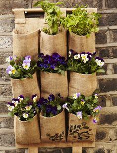 neat jardinero de pared en bolsas vertical