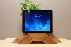 iPad Stand/IPad Mini Stand/iPhone Stand/Android Stand/Smartphone Stand Charging Station I Ipad Stand, Tablet Stand, Ipad Mini, Iphone Stand, Ipad Accessories, Cool Technology, Docking Station, Anniversary Gifts, Smartphone