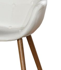 A razão pela qual nos sentimos atraídos para peças como a Cadeira Moscovo, da ANTARTE, está também relacionada com o facto de se tratar de um móvel em que a madeira está no seu estado natural, respeitando a Natureza. É, por isso, um material quase num estado puro, agradável ao toque, e com essa energia da Terra, que sentimos ao utilizar a peça e ao habitar esse mesmo espaço.    www.antarte.pt