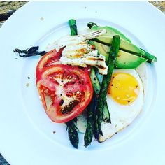 Sunday morning brunching 👌 I don't often eat dairy but sometimes you've  got to be a bit wild 😉 and grilled  halloumi  Is one of life's pleasures I can't say no to!💖 Fried egg, tomato, avocado, grilled halloumi and grilled asparagus 👌🙌💕 #instalove #healthybreakfast #lowcarb #nutritious #healthybreakfast #cookcleanwithkate #brunch #breakfast #eggyolkporn #tasty #instafood #instafoodporn #glutenfree #diet #wellness #paleo