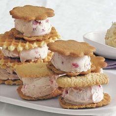 BORŮVKÁČ - Báječné recepty Ice Cream Treats, Ice Cream Desserts, Frozen Desserts, Easy Desserts, Delicious Desserts, Frozen Treats, Yummy Food, Fun Food, Tasty
