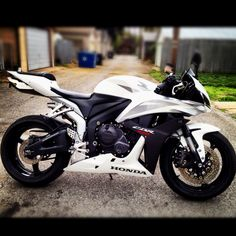 2007 CBR Mine exactly but cut down windscreen Honda Sport Bikes, Cbr 600rr, Honda Cbr 600, Bike Equipment, Suzuki Motorcycle, Sportbikes, Street Bikes, My Ride, Bike Life