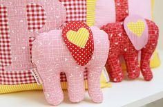 Kissen & Elefanten / Pillows & Elephants