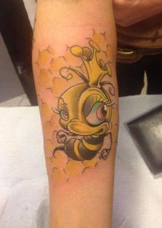 Tattoo - #Bee Cartoon #avambraccio (by Daniele Bellino, tattoo artist - SERIAL PIERCER Tattoo  Piercing - Borgomanero NO)