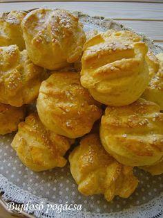 Bujdosó pogácsa Snack Recipes, Snacks, Pretzel Bites, Bakery, Muffin, Chips, Sweets, Bread, Cookies