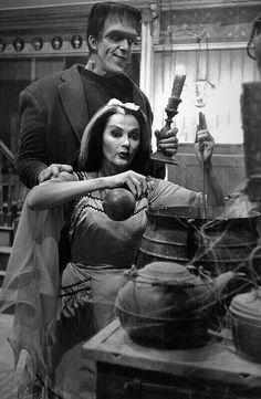 Herman and Lilly Frankenstein, Munsters Tv Show, The Munsters, Yvonne De Carlo, Beetlejuice, Vintage Halloween, Halloween Fun, Halloween Costumes, Movies Showing