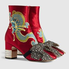 2b289969021 The 344 best Gucci images on Pinterest