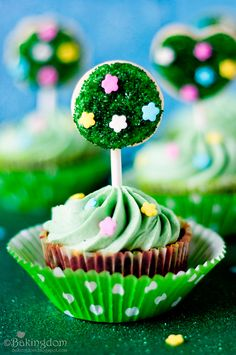 spring topiary cupcakes from bakingdom
