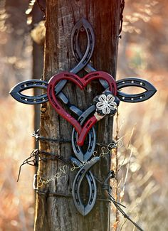 Natural horsehsoe cross with heart© (custom color heart) - This beautiful horseshoe cross measures appox with a heart in the middle. These feature a na - Welding Art Projects, Welding Crafts, Diy Welding, Blacksmith Projects, Welding Ideas, Horseshoe Projects, Horseshoe Crafts, Horseshoe Art, Horseshoe Ideas