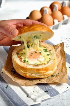 InVkus: Горячие булочки с яйцом, сыром и ветчиной