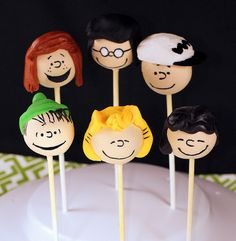 Peanuts cake pops Snoopy Linus Charlie Brown :D Suddenly, I'm TOTALLY inspired to do cake pops!!!!!