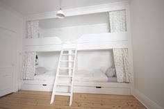 Tall person at the top and short people on the bottom. stacked beds for 4 boys Bunk Beds Built In, Cool Bunk Beds, Girl Room, Girls Bedroom, Cabin Design, Kid Spaces, Inspired Homes, Home Decor, Short People