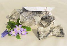 Mano verniciato grigio Papillon seta fazzoletto di LigitasWorkshop