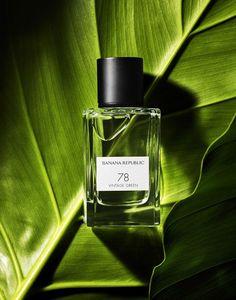 Perfume on green leaf - Foto -