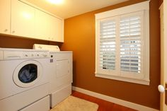 Bright wall colors for an exciting laundry room