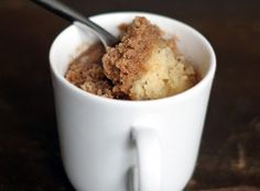 Quick 2 minute coffee cake cooked in a mug. Quick 2 minute coffee cake cooked in a mug. Mug Cakes, Cupcake Cakes, Mug Recipes, Sweet Recipes, Cake Recipes, Cooking Recipes, Just Desserts, Delicious Desserts, Yummy Food