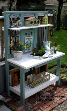If you're tired of starting seeds on the kitchen counter, use these free, DIY potting bench plans to build your own outdoor potting station!