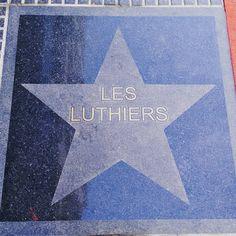 """Si caminas por calle Corrientes, en Buenos Aires, presta atención a las estrellas que hay en el…"""""""