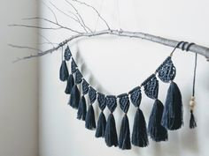 Indigo Macrame Garland / / Indigo + Copper Plant Wrap Hand Made , Indigo Macrame Garland // Indigo + Copper Plant Wrap Große Indigo-Makramee-Girlande // Ammer Indigo, Diy And Crafts, Arts And Crafts, Fringe Fashion, Driftwood, Etsy, Weaving, Copper, Crafty
