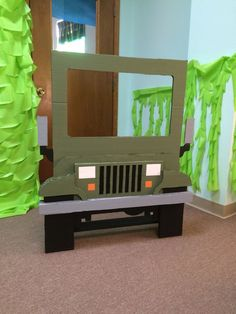Fun photo spot for jungle safari birthday party. Jungle Theme Parties, Jungle Theme Birthday, Jungle Party, Dinosaur Birthday Party, Jungle Theme Classroom, Safari Theme Party, Classroom Themes, Rainforest Classroom, Classroom Birthday