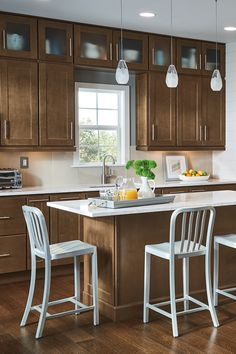 Whether your have a large or small kitchen space, Homecrest Cabinetry has the cabinet solutions you need to make your dream kitchen a reality.