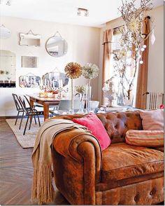 Sofá caramelo - couro antigo - chesterfield interieur - Pesquisa Google