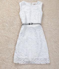 Slim sleeveless lace dress