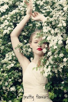 White flowers and red lips #green #spring #dress