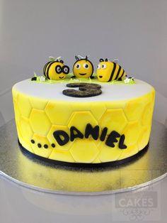 The Hive Buzzbee Cake www.kristyleescakes.com.au