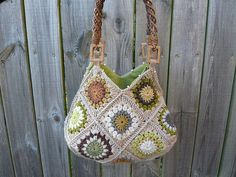 LOVE this bag; pretty colors Follow the link for the pattern name to find the pattern for the granny squares. There's are a lot of pictures her on how to make the purse.