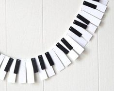 clever piano key garland