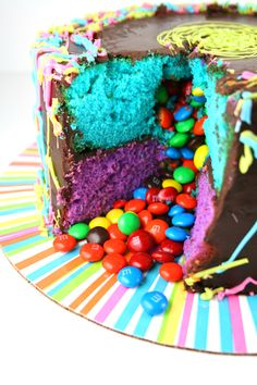Pinata Cake with rainbow colored layers and a surprise inside - M&Ms #pinatacake