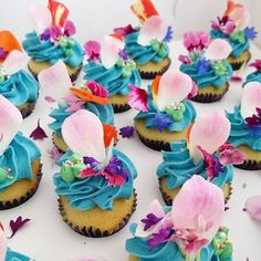 Petite Cupcakes for a beautiful baptism