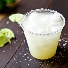 Homemade Margarita Mix and Classic Lime Margarita Recipe Homemade Margarita Mix, Lime Margarita Recipe, Homemade Margaritas, Margarita Recipes, Cocktail Recipes, Drink Recipes, Peach Margarita, Cheers, Fresh Lime Juice