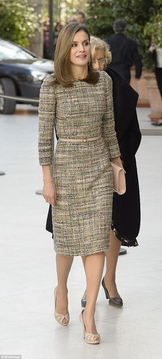 Queen Letizia of Spain attends 'Obras Maestras de Budapest. Del Reancimiento a las Vanguardias' exhibition opening at the Thyssen-Bornemisza Museum in Madrid Winter Dresses, Day Dresses, Jw Mode, Mode Pop, Estilo Real, One Piece, Tweed Dress, Queen Letizia, Mode Hijab