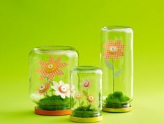 Creative spring activity for young and old - 86 cool ideas - Fashion And Hairstyle Spring Activities, Creative Activities, Paper Flower Wreaths, Paper Flowers, Candlestick Centerpiece, Branch Decor, Bottle Painting, Pebble Painting, Egg Decorating