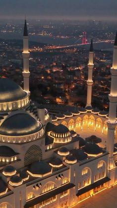 Islamic Wallpaper Iphone, Quran Wallpaper, Mecca Wallpaper, Islamic Quotes Wallpaper, Mecca Mosque, Mecca Kaaba, Beautiful Mosques, Beautiful Places, Mekka Islam