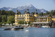 Falkensteiner Schlosshotel Velden - Austria Situated right on the picturesque Lake Wörthersee in Southern Austria, Schlosshotel Velden is a stately luxury hotel with lavish rooms and suites, an. Beautiful Sites, Beautiful Places To Visit, Great Places, Places To Go, Visit Austria, Austria Travel, Lake Hotel, Carinthia, Picture Places