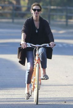 Julia+Roberts+Julia+Roberts+Family+Out+Bike+Twnq-PLtCV-x