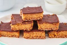 Read our delicious recipe for Healthy Caramel Slice, a recipe from The Healthy Mummy, which is a safe way to lose weight after having a baby. Healthy Mummy Recipes, Healthy Sweets, Healthy Baking, Sweet Recipes, Healthy Snacks, Snack Recipes, Dessert Recipes, Healthy Bars, Cooking Recipes