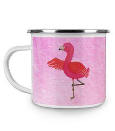 Emaille Tasse Flamingo Yoga aus Metall im Emaille Look  Weiß - Das Original von Mr. & Mrs. Panda.  Diese wunderschöne Emaille Tasse von Mr. & Mrs. Panda ist wirklich etwas ganz besonders.  Diese Metalltasse mit abgesetztem Edelstahl Rand in Emaille Optik ist der perfekte, bruchsichere Begleiter für dein nächstes Abenteuer.    Über unser Motiv Flamingo Yoga  Flamingos sind das Sommermaskottchen schlechthin. Wenn wir die pinken Paradiesvögel sehen, denken wir sofort an Sommer, Sonne…