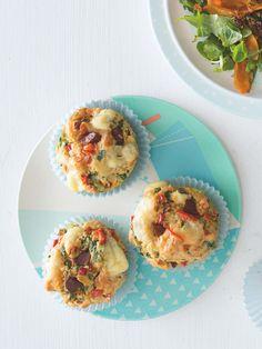 Nejlepší slané muffiny na světě! Jeden kousek rozhodně nestačí... Chorizo, Eggs, Breakfast, Food, Party, Morning Coffee, Essen, Egg, Parties