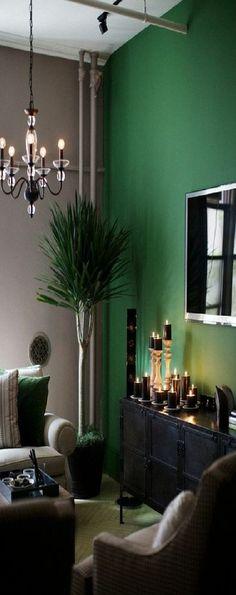 Zimmer-Einrichtungsideen-Grünes-Sofa-Im-Wohnzimmer-Mit-Boden-In