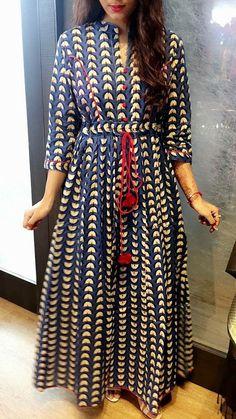 Adjustable fitting Simple style Short Maxi Dresses, Cotton Maxi Dresses, Cotton Dress Indian, Indian Long Dress, Kurti Designs Long, Long Kurti Patterns, Simple Kurti Designs, Blouse Designs, Dress Patterns