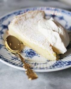 Rackarungar: Sjukt god citronkladdkaka - oh yeas Swedish Recipes, Sweet Recipes, Just Desserts, Dessert Recipes, Sweet Pastries, Bagan, Let Them Eat Cake, I Love Food, Food Inspiration