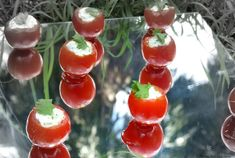 tomates cerises farcies a la mousse de pesto de coriandre Pesto, Mousse, Cherry, Stuffed Peppers, Vegetables, Fruit, Comme, Food, Gluten